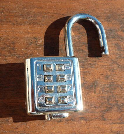 ouvrir un cadenas code 4 chiffres cheap cadenas combinaison heavy duty chiffres with ouvrir un. Black Bedroom Furniture Sets. Home Design Ideas